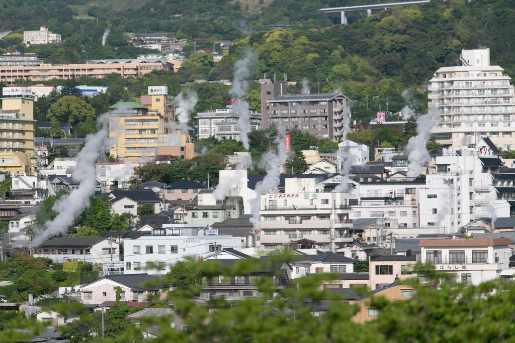 photo credit: 鉄輪温泉の湯けむりと街並み via photopin (license)