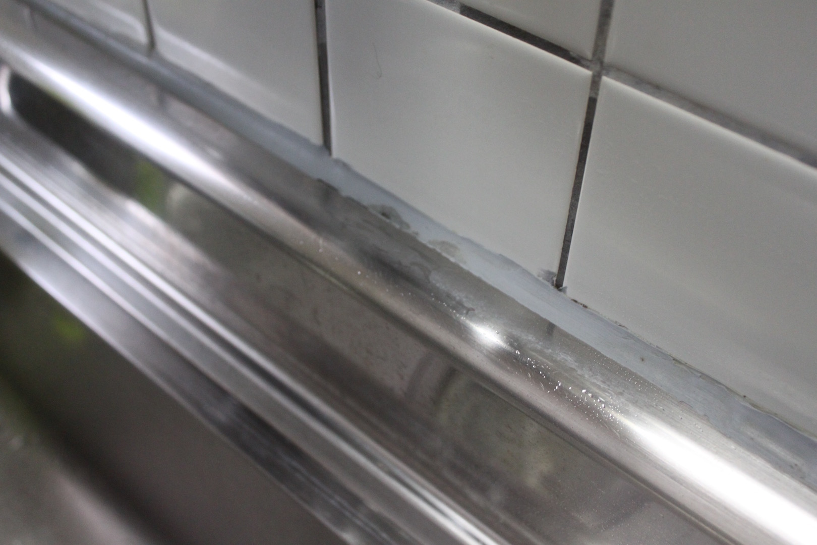キッチンコーキング部分カビ:片栗パック後